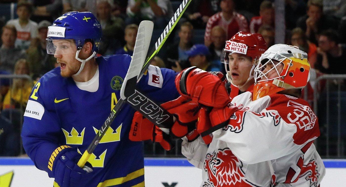 Игровой момент матча группового этапа чемпионата мира по хоккею-2017 между сборными Швеции и Дании