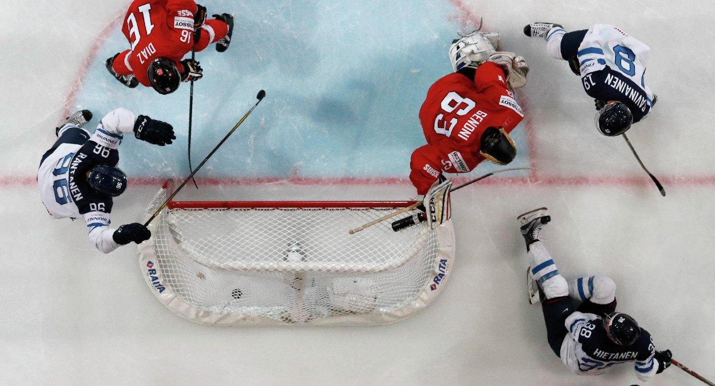 Игровой момент матча группового этапа чемпионата мира по хоккею-2017 между сборными Финляндии и Швейцарии