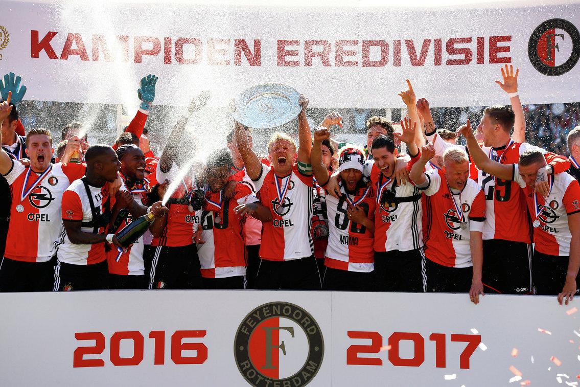 Футболисты Фейенорда во главе с Дирком Кёйтом после победы в чемпионате Голландии