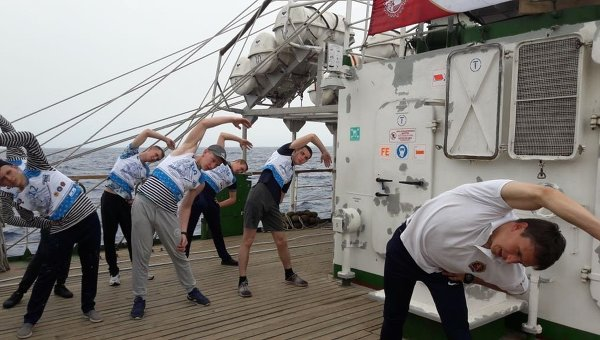 Разминка и испытания ГТО на борту учебного парусника Надежда