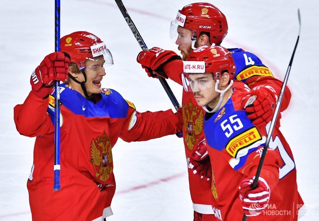 Хоккеисты сборной России Владислав Наместников, Владислав Гавриков, Богдан Киселевич (слева направо)