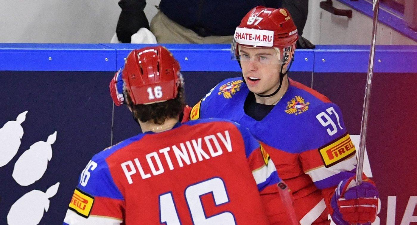 Хоккеисты сборной России Сергей Плотников (слева) и Никикта Гусев