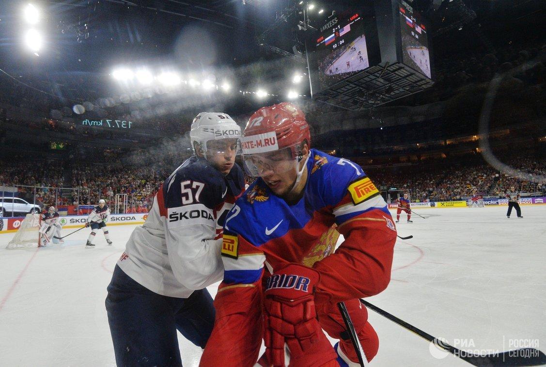 Защитник сборной США Тревор ван Римсдайк (слева) и форвард сборной России Артемий Панарин