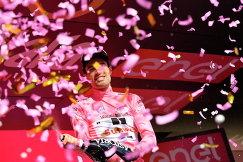 Голландский велогонщик команды Sunweb Том Дюмулен
