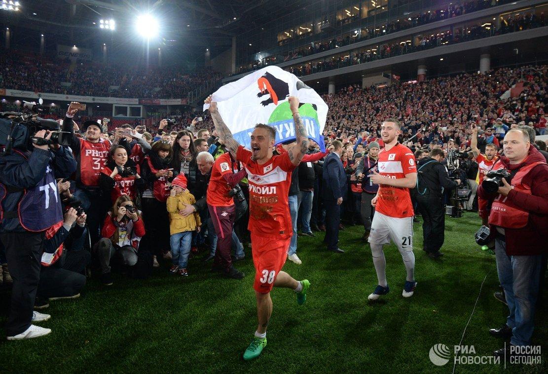 Игроки Спартака Андрей Ещенко (слева) и Александр Селихов