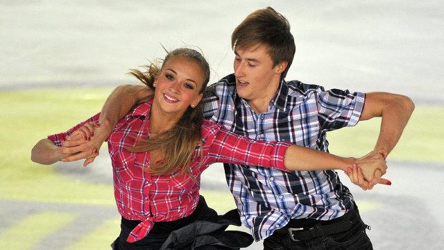 Российские фигуристы Виктория Синицина и Руслан Жиганшин во время выступления в сентябре 2012 года