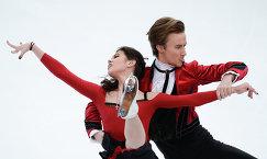 Российские фигуристы Елена Ильиных и Руслан Жиганшин выступают в короткой программе танцев на льду на четвертом этапе Гран-при по фигурному катанию в Москве в ноябре 2014 года