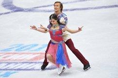 Российские фигуристы Елена Ильиных и Руслан Жиганшин во время выступления на чемпионате России в декабре 2016 года