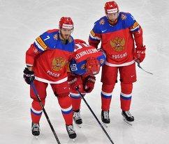 Нападающий сборной России Владислав Наместников (в центре)