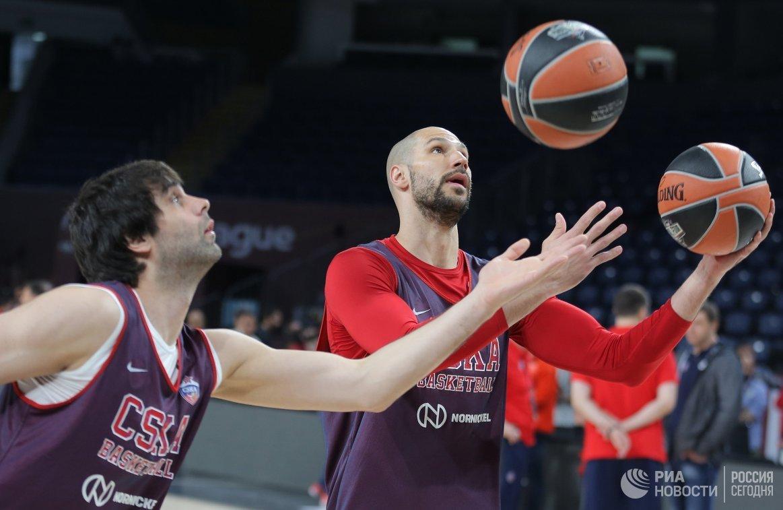 Игроки ПБК ЦСКА Милош Теодосич и Джеймс Огастин (справа)