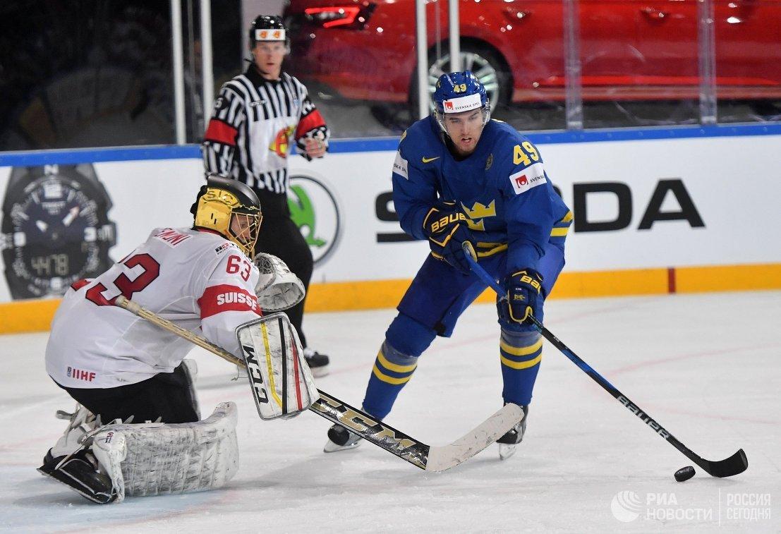 Игровой момент матча Швейцария - Швеция