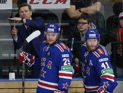 Вячеслав Быков (слева) во время работы главным тренером ХК СКА