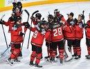 Хоккеисты сборной Канады радуются победе