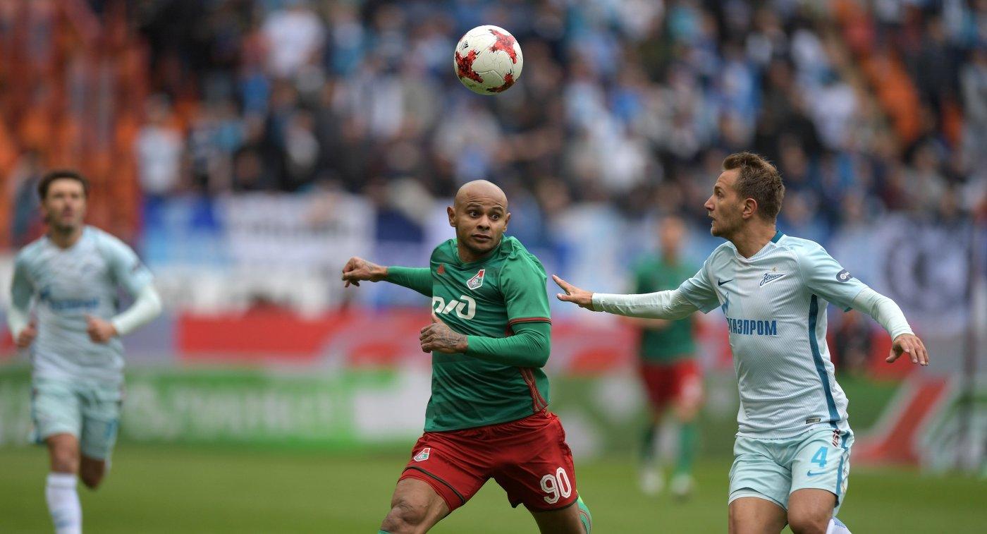 Нападающий ФК Локомотив Ари (слева) и защитник ФК Зенит Доменико Кришито