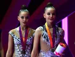 Дина (справа) и Арина Аверины