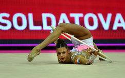 Александр Солдатова выступает на чемпионате Европы по художественной гимнастике