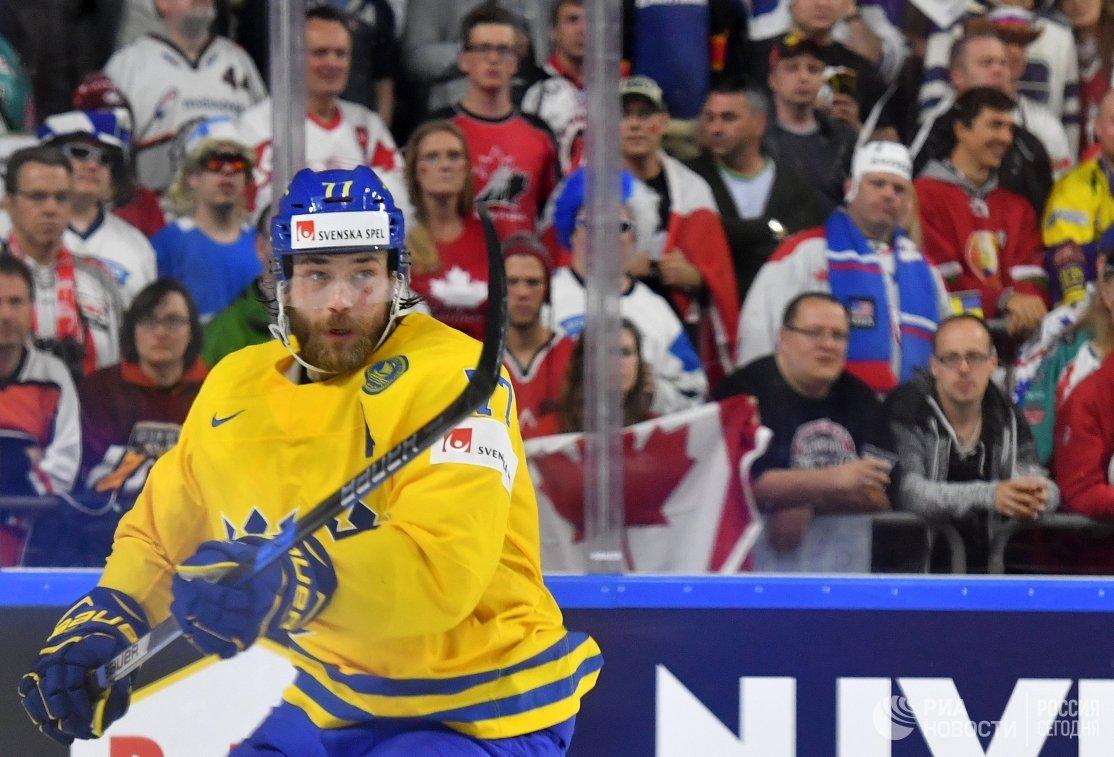Защитник сборной Швеции Виктор Хедман