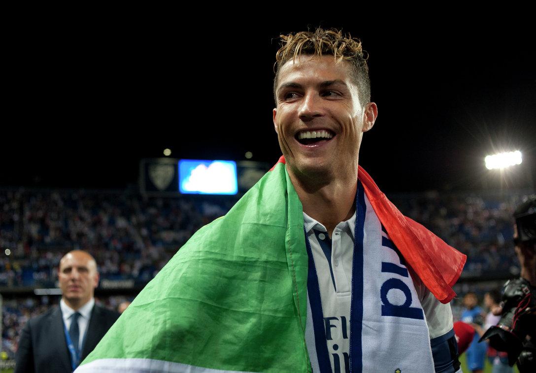 Нападающий Реала Криштиану Роналду после победы мадридского клуба в чемпионате Испании