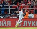 Защитник Уфы Дмитрий Стоцкий радуется своему забитому голу