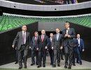 Владимир Путин во время посещения стадиона футбольного клуба Краснодар. Слева направо - Виталий Мутко и Владимир Устинов. Справа налево на первом плане - Сергей Галицкий и Джанни Инфантино