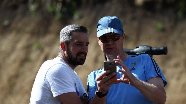 Старшие тренеры мужской сборной России по биатлону Рикко Гросс (слева) и Андрей Падин