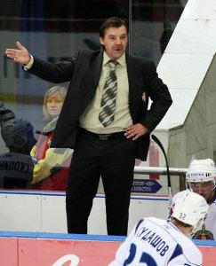 Главный тренер ХК МВД Олег Знарок (2009 год, архив)