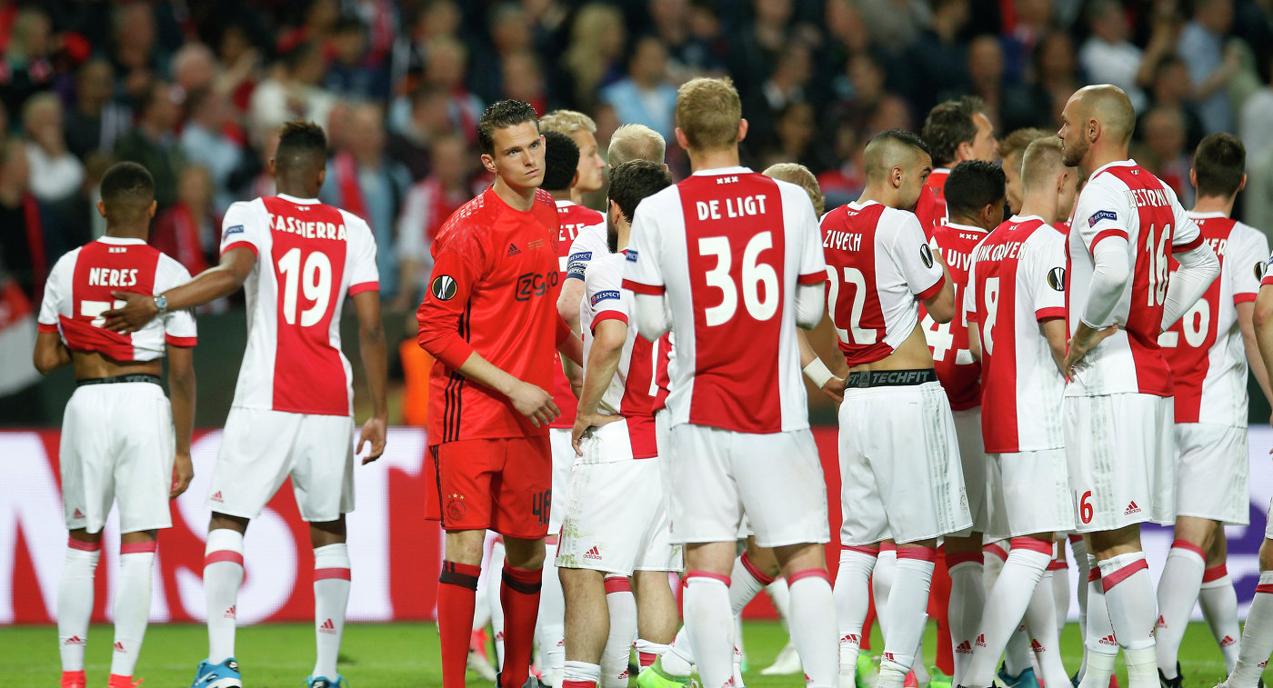 «Аякс» разгромил ПСВ вматче чемпионата Голландии