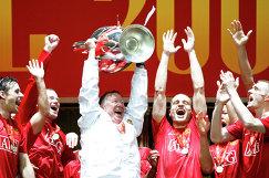2008 год - Радость игроков команды Манчестер Юнайтед и сэра Алекса Фергюсона после победы над лондонским Челси в финале Лиги чемпионов
