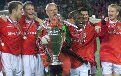 Футболисты Манчестер Юнайтед после победы в Лиге чемпионов сезона-1998/1999