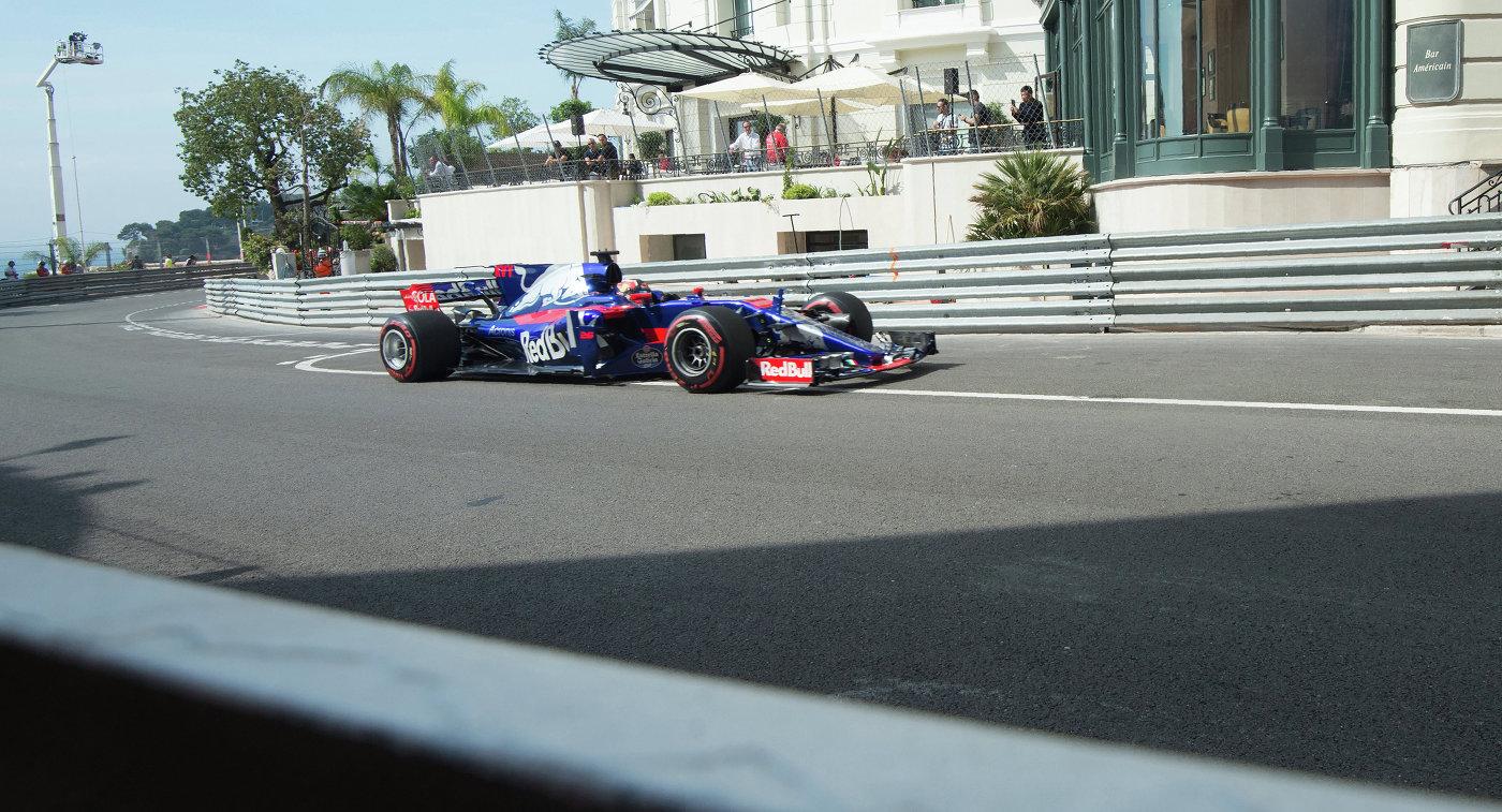 Российский пилот команды Формулы-1 Торо Россо Даниил Квят
