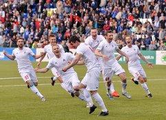 Футболисты СКА-Хабаровска радуются победе