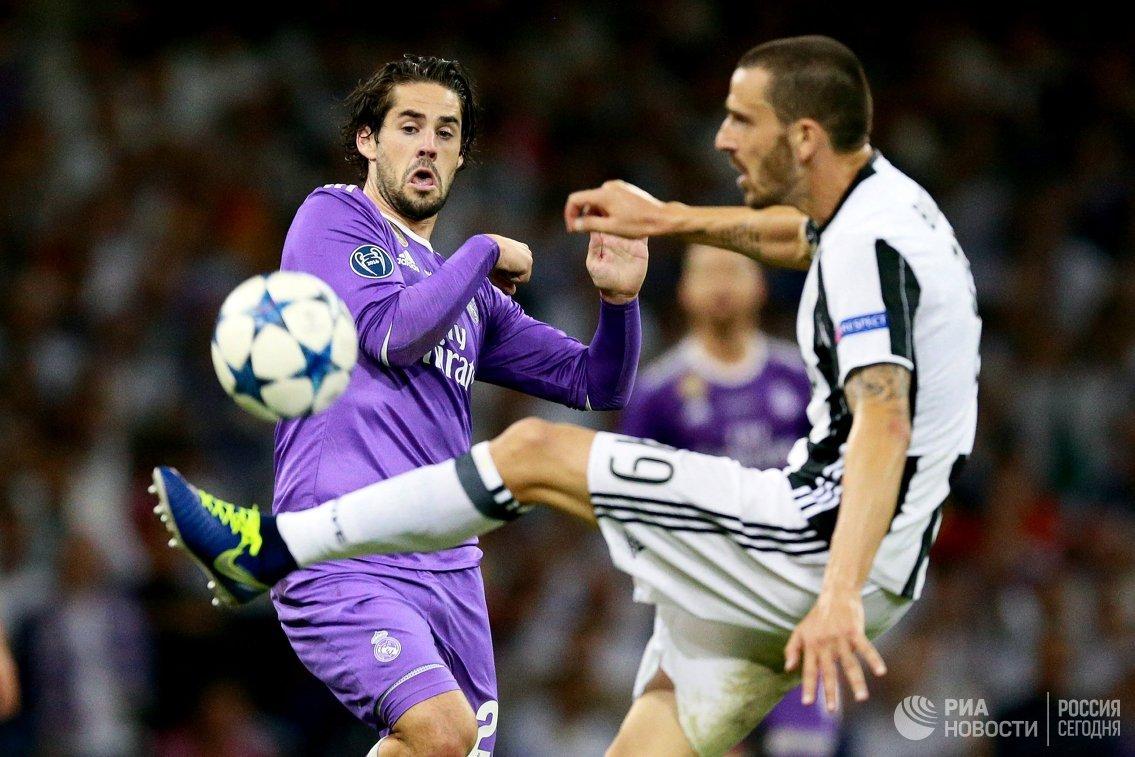 Полузащитник Реала Иско и защитник Ювентуса Леонардо Бонуччи (слева направо)