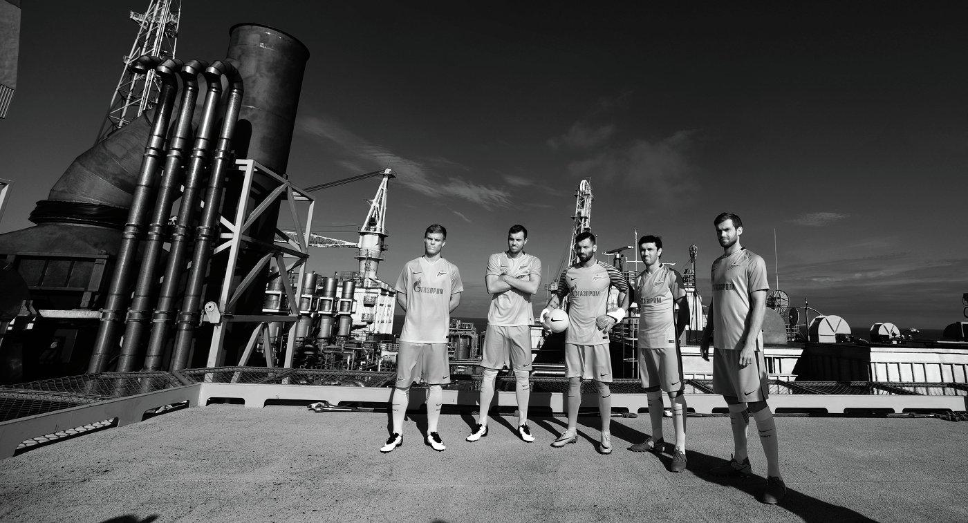 Футболисты санкт-петербургского Зенита на нефтедобывающей платформе Приразломная в Баренцевом море
