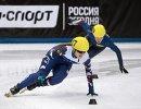 Российская шорт-трекистка Евгения Захарова (на первом плане)