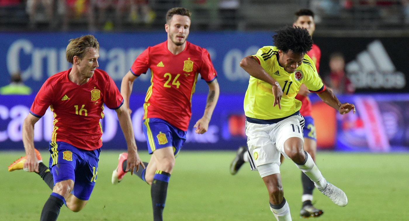 Игровой момент матча Испания - Колумбия