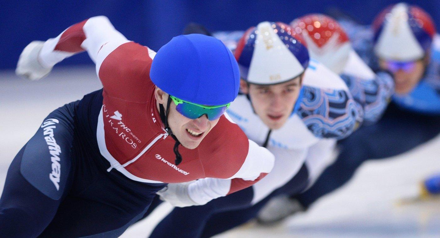 Спортсмены сборной России по шорт-треку Руслан Захаров и Дмитрий Мигунов (слева направо)