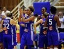 Баскетболистки сборной Франции радуются победе
