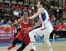 Защитник женской сборной России Эпифанни Принс (слева)