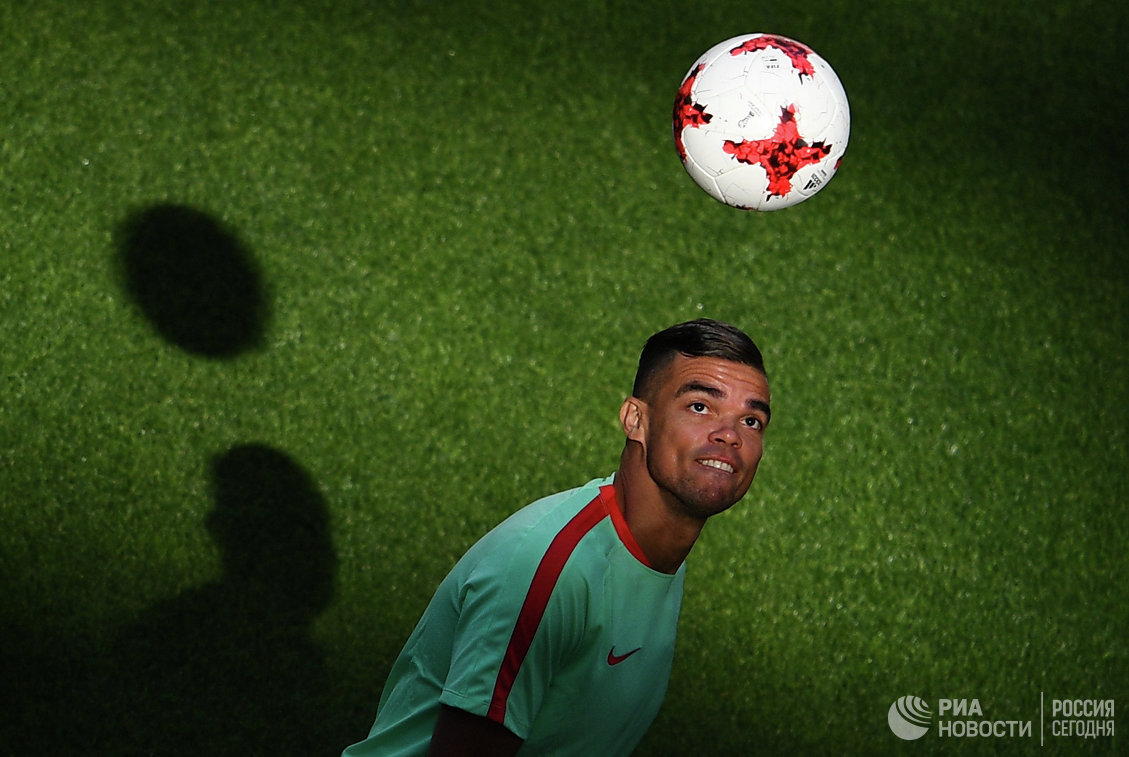 Защитник сборной Португалии по футболу Пепе