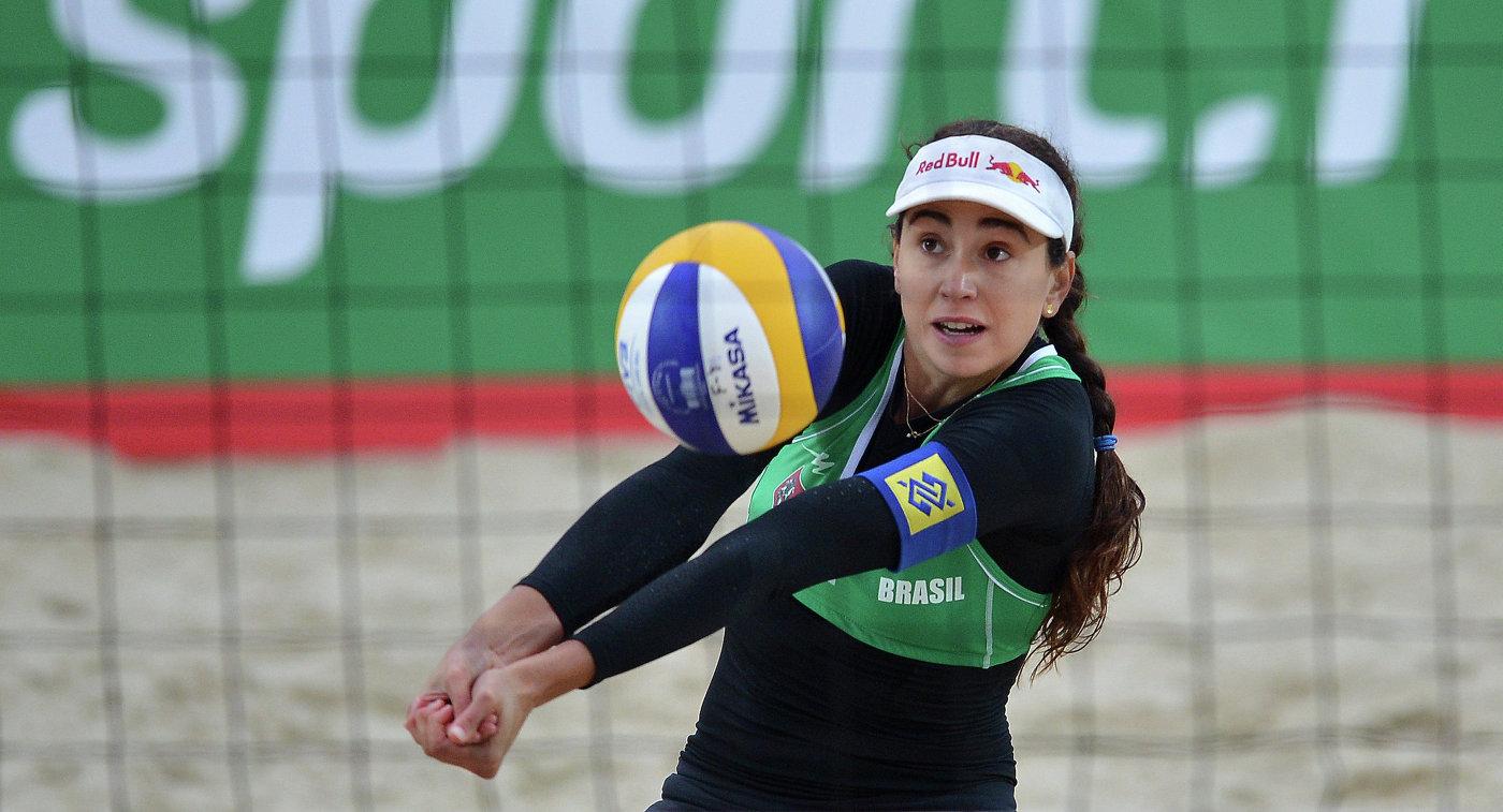 Пляжница сборной Бразилии Каролина Сольберг Сальгадо