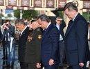 Президент Немецкого футбольного союза Райнхард Гриндель, заместитель председателя правительства РФ, президент РФС Виталий Мутко (справа налево) и президент Республики Татарстан Рустам Минниханов (слева)