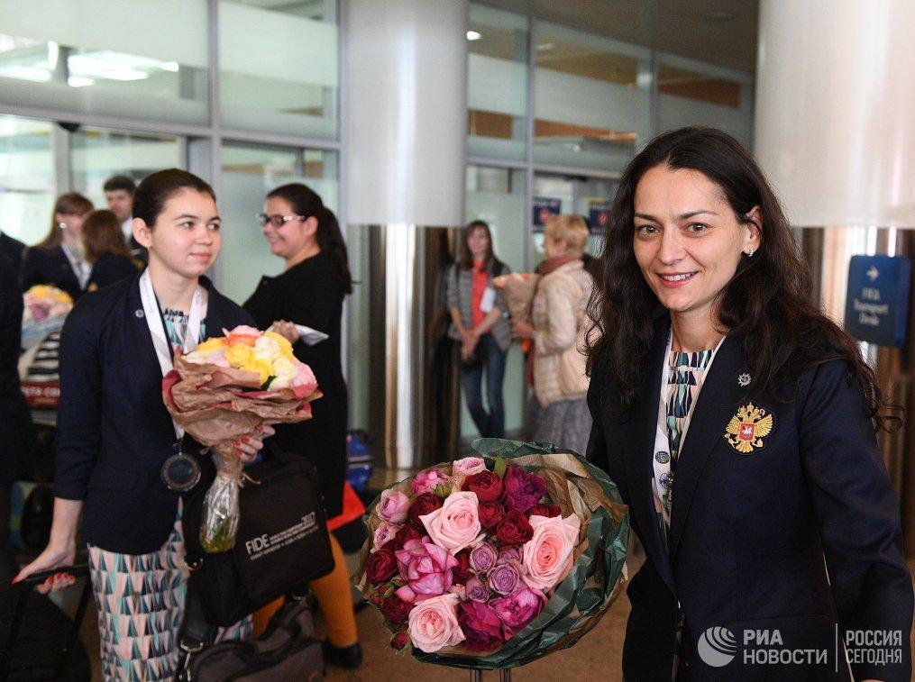 Члены женской сборной России по шахматам Александра Горячкина (слева) и Александра Костенюк