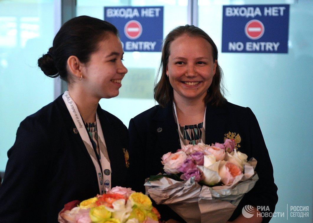 Члены женской сборной России по шахматам Александра Горячкина (слева) и Валентина Гунина