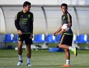Футболисты сборной Мексики Освальдо Аланис и Джовани дос Сантос (слева направо)