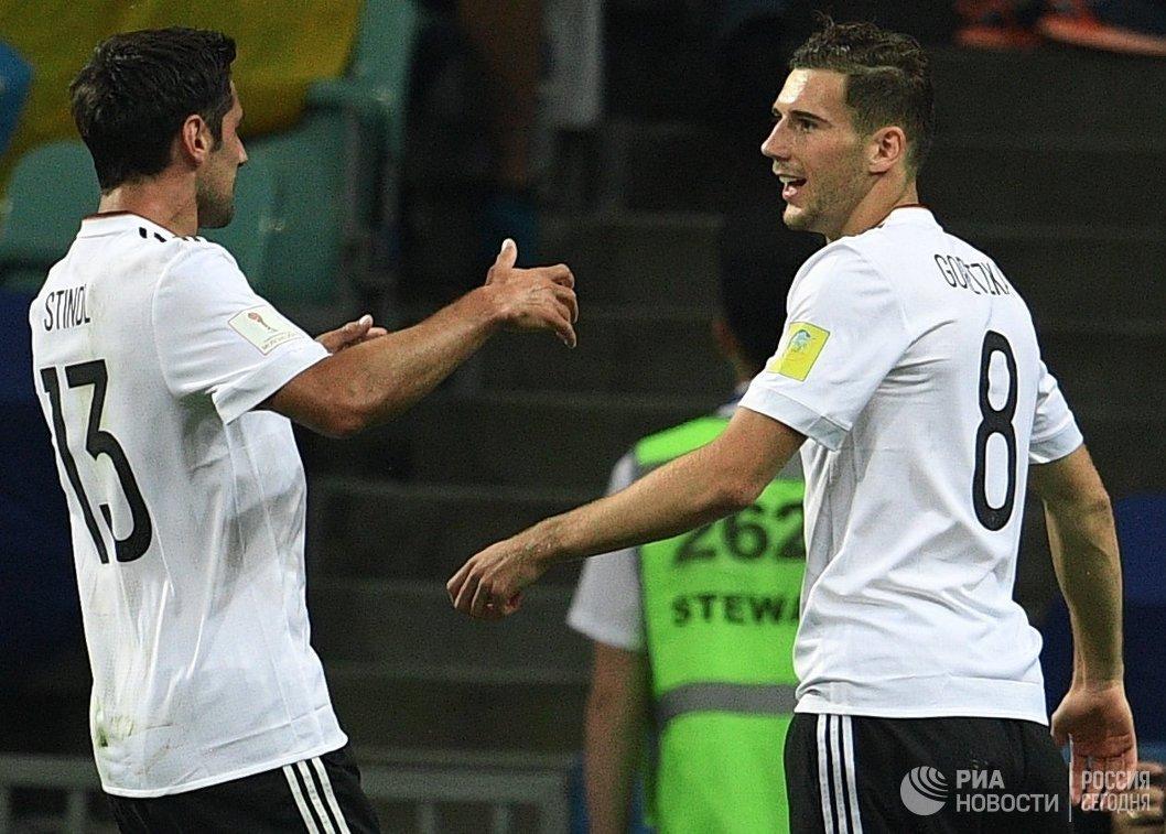 Футболисты сборной Германии Ларс Штиндль и Леон Горецка
