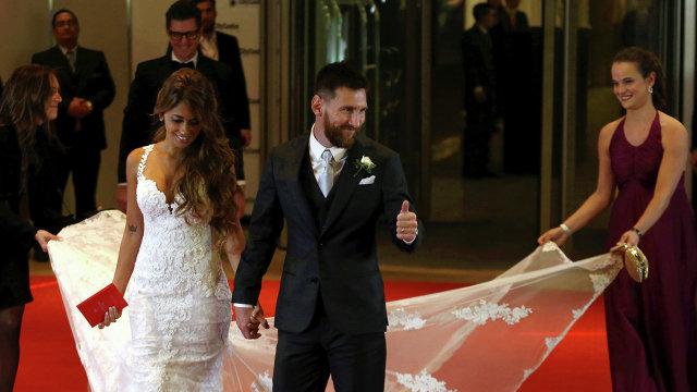 Лионель Месси с супругой Антонеллой Рокуццо