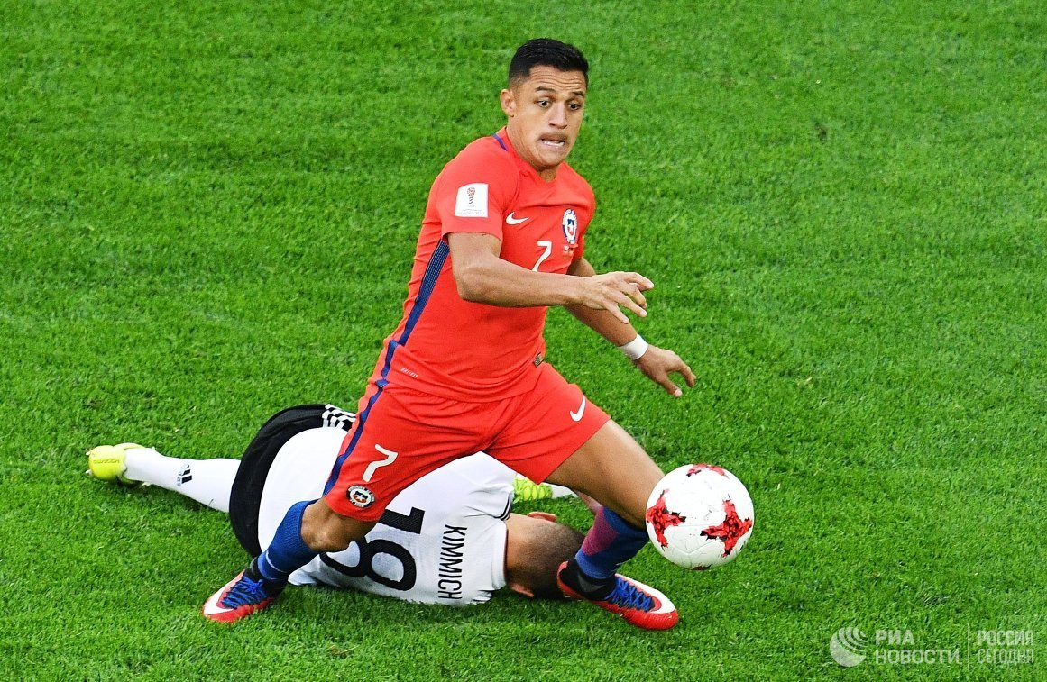 Нападающий сборной Чили по футболу Алексис Санчес
