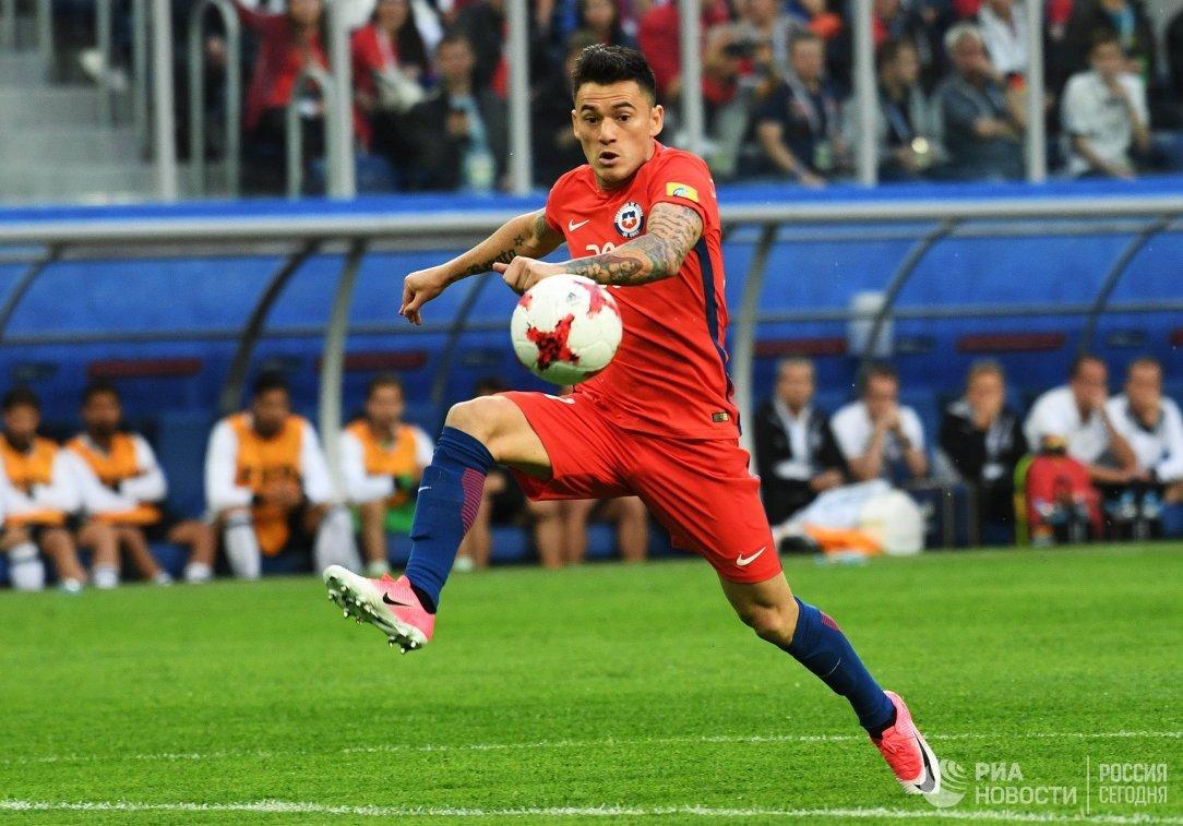 Полузащитник сборной Чили по футболу Чарлес Арангис