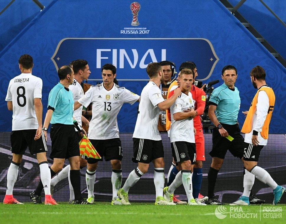Игровой момент во время финального матча Кубка конфедераций-2017 по футболу между сборными Чили и Германии