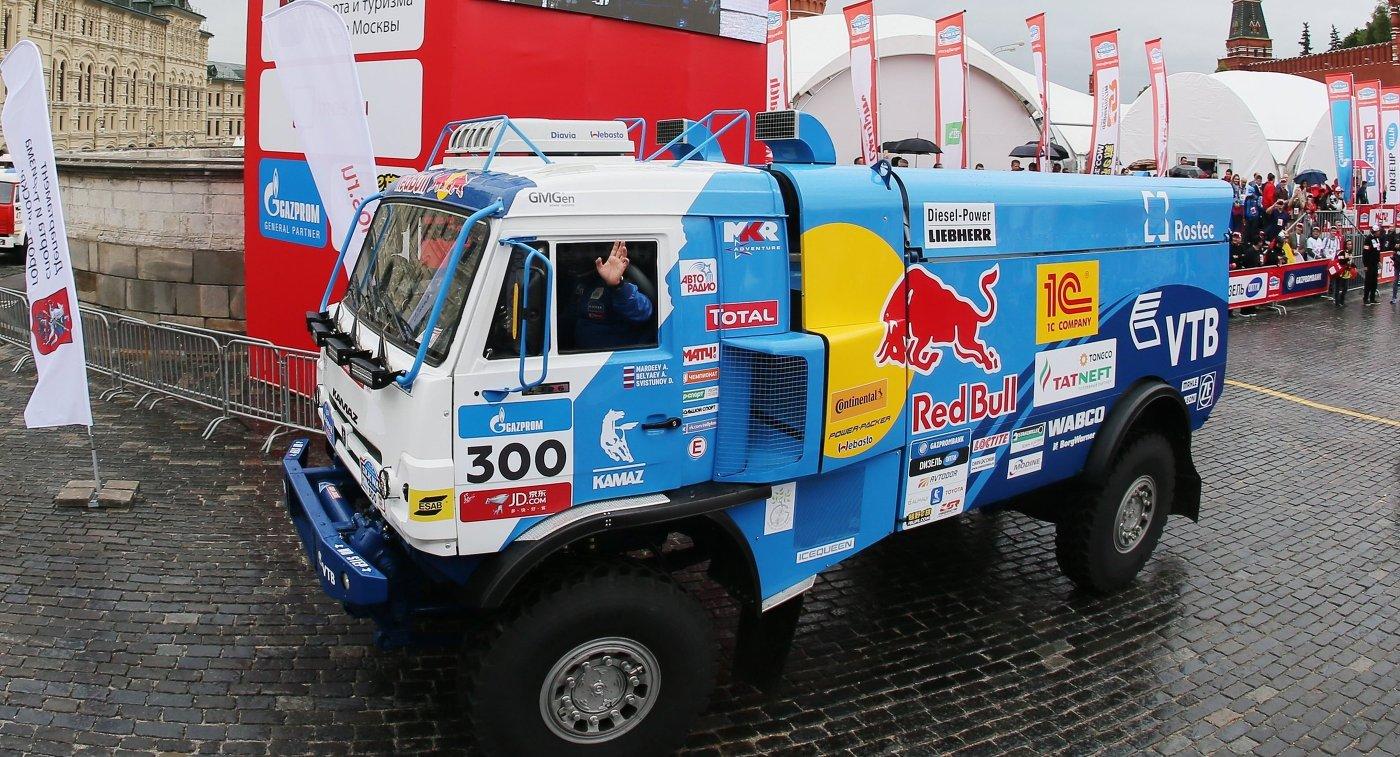 Автомобиль экипажа команды КАМАЗ-мастер на торжественном старте ралли Шелковый путь - 2017